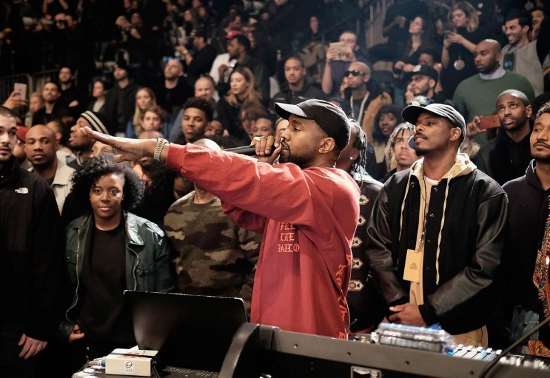 Kanye West sous pression explose dans les coulisses du Saturday Night Live !