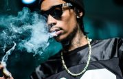Quand Wiz Khalifa distribue de la marijuana aux paparazzis ! [VIDEO]