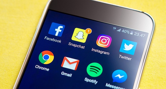 Facebook-Snapchat-Twitter-Instagram-Chrome-Gmail-sur-un-smartphone-Android