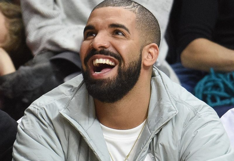 Drake poste des photos sexy dans un strip-club… et les supprime ! [Photos]